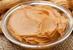 A Pasta de Amendoim Fácil com 2 Ingredientes é muito prática e deliciosa. Você pode rechear bolos com ele ou saboreá-la com pães e torradas. Experimente! V