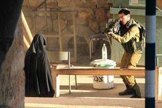 Israelilainen sotilas tappoi tiistaina palestiinalaisnaisen Länsirannalla tarkastuspisteellä, joka jakaa Hebronin kaupungin kahtia. Armeija sanoi, että 18-vuotias Hadeel al-Hashlamun olisi yrittänyt puukottaa sotilaita.