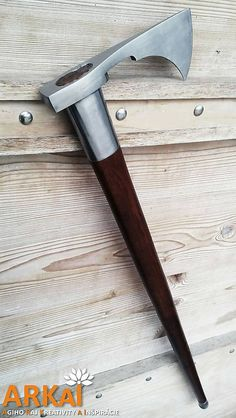"A nice Valaska (type of ""Shepard's axe""). The axe head could easily be used like the crook of a cane. Cool Knives, Knives And Tools, Knives And Swords, Armas Ninja, Beil, Viking Axe, Fantasy Weapons, Cold Steel, Bushcraft"