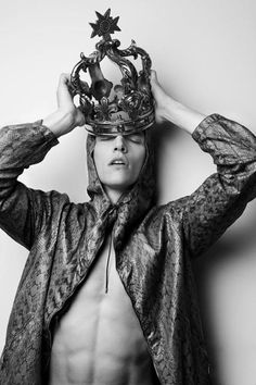 """Alexandre Cunha & Sand Vann Roy In """"Return of the King"""" By Photographer Errikos Andreou Homo, King Fashion, Fashion Men, Comme Des Garcons, Prince And Princess, King Queen, Red Queen, Headgear, Oeuvre D'art"""