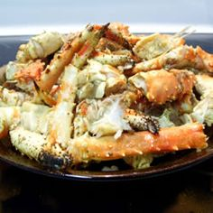 Garlic Crab Legs Allrecipes.com3 1/2 pounds Alaskan king crab legs with shell  6 ears fresh corn  1 1/2 cups butter  3 teaspoons minced garlic  1/8 teaspoon crushed red pepper flakes  1 teaspoon Old Bay Seasoning TM, or to taste
