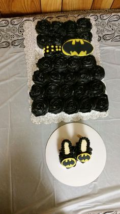 Batman Bridal shower cupcakes