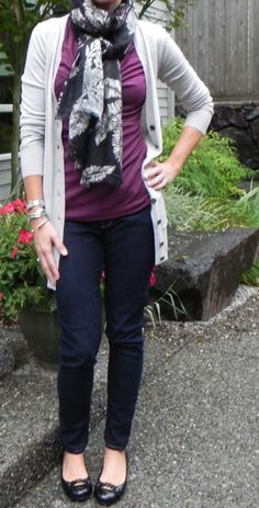 I like the combination of the scarf, sweater, and skinny jeans