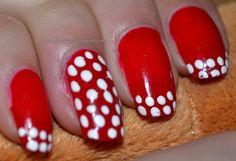 http://anaonofrei.blogspot.ro/2014/01/nails-bulinute.html