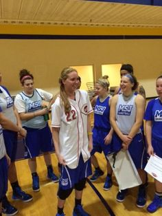 Terminally ill Lauren Hill gets ready to play her first college basketball game.