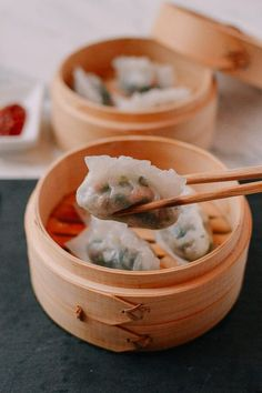 Chinese Crystal dumplings got their name from the beautiful translucent look of the dumpling wrappers. Delightfully chewy and delicate in flavor, you'll want to learn how to make this Cantonese dim sum favorite at home. Steamed Crystal Dumplings, A Dumpling Dough, Dumpling Filling, Dumpling Recipe, Steamed Dumplings, Chinese Dumplings, Kanji Sushi, Wok Of Life, Dumpling Wrappers, Just Cooking