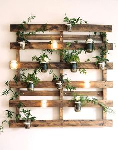 Diy Garden Decor, Diy Home Decor, Garden Ideas, Garden Projects, Palette Deco, Cheap Wall Decor, Design Jardin, Ladder Decor, Home Furnishings