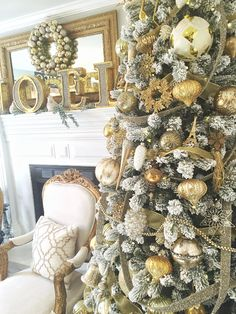 49 Festive Christmas Mantel Decorating Ideas Trending Right Now Christmas Interiors, Christmas Room, Christmas Mantels, Christmas 2016, Christmas Tree Decorations, Christmas Wreaths, Holiday Decor, Gold Christmas, Merry Christmas