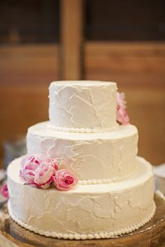 Simple wedding cake with pink peonies | Taylor Square Photography #wedding