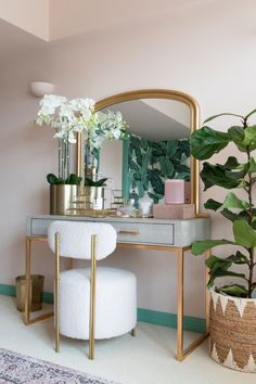 Lantau Faux Shagreen & Gold Dressing Table Pink to make the millennials wink. Our Lantau dressing table takes pride of place in this bedroom interior designed by Kate Watson of Mad About the House. Shot by Paul Craig. Bedroom Dressing Table, Dressing Table Vanity, Makeup Table Vanity, Vanity Ideas, Dressing Table And Wardrobe, Modern Makeup Vanity, Vintage Makeup Vanities, Dressing Table Decor, Makeup Tables