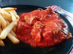 Descubre la receta del magro con tomate, una receta deliciosa, económica y fácil de realizar, muy típica en Andalucía y otros lugares como Navarra.