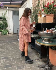 How to Wear a Dress in Different Seasons: Black Floral Print Two Ways - Winter Outfits for Work Indie Outfits, Fall Outfits, Summer Outfits, Casual Outfits, Cute Outfits, Fashion Outfits, Fashion Trends, Casual Clothes, Fashion Tips