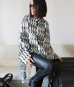 Wool sweater cape discount black and white by Afycollection