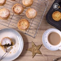 Fruity mince pies - Paul Hollywood prefers melt-in-the-mouth pastry for his fruity mince pies, so this recipe is nice a - Mince Pie Pastry, Pie Pastry Recipe, Pastry Recipes, Baking Recipes, Dessert Recipes, Easy Mince Pies, Fruit Mince Pies, Mince Pies Recipe, Xmas Food