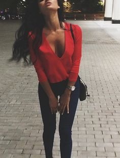 red blouse + skinny jeans