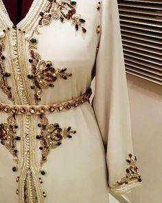 Beautifully beaded caftan gown, white dress, long dress, formal gown, my style kaftan/caftan, dresses, long sleeve gown, my style dresses, Notre nouvelle boutique en ligne spécialiste en vente et réalisation sur mesure de toutes les tenues traditionnelles Marocaines : cafta Bekijk deze Instagram-video van @mouna_sihammou_couture • 11 vind-ik-leuks: