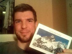 """Вы видите это улыбающееся лицо Михаила? Вот что с людьми делает получение от нас открыточки из Непала!   Бесплатный кусочек счастья можно заказать и себе зайдя на наш сайт hikeup.net и заполнив форму с адресом доставки под кнопкой """"Присоединиться"""") Спешите! В мае мы отправимся в Грузию и будем отправлять уже грузинские пейзажи!)"""