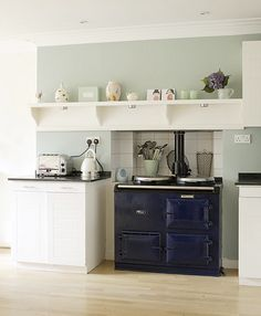 i love the color of this kitchen I