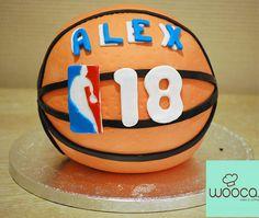Acaba de empezar la liga ACB de baloncesto y Alex tiene una nueva bola. ¡¡Felicidades Alex !!  #Wooca #LigaEndesa #LasRozas #Cumpleaños #Baloncesto #TartasWooca