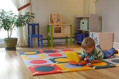 Gestaltung kinderzimmer gestalten wandgestaltung schreibtisch kleiderschrank teppich durchluftet