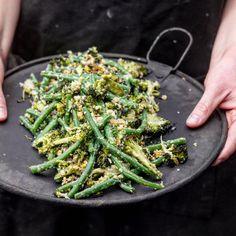 Ristet brokkolisalat med aspargesbønner og nøtter – Ourkitchenstories