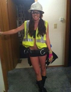 This is why men love Halloween. This is why men love Halloween. Costume Halloween, Halloween 2014, Halloween Costumes For Girls, Cute Halloween, Girl Costumes, Running Costumes, Halloween Stuff, Halloween Crafts, Halloween Ideas