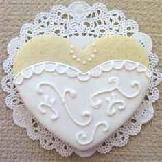 Elegant heart cookie