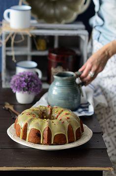 Bundt cake de pistacho y frambuesas