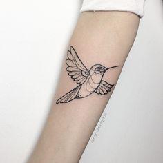 """Hummingbird"" Estamos apaixonados por este lindo Beija-Flor estilo #linework tattoo realizado pelo artista Renan Rodrigues. Boldlines e Finelines precisos e suaves! #love #art #tattoo #tattoos #tatuagem #hummingbirdtattoo #tatuaje #ink #lineworktattoo #tattoosp #beijaflor #tatuadores #tattooworker #tattooart #tatuagemfeminina #dreamstatto #tatuagemmasculina #tattoo2me #inspirationtattoo #inktattoo #ttblackink #blackflashwork #tattoopins #inkstinctsubmission #like #renanartstattoo"