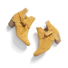These are AMAZING!!!! Love that knot! I'm not always a fan of the mustard color because I think it washes me out -- but in booties, I think it would be FABULOUS!