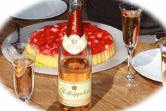 Erdbeertorte & dazu Rotkäppchen Rose! Der perfekte Sommertag!