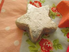 LUSH - Star Light, Star Bright ♥ http://www.dollydowsie.com/2014/01/lush-star-light-star-bright.html