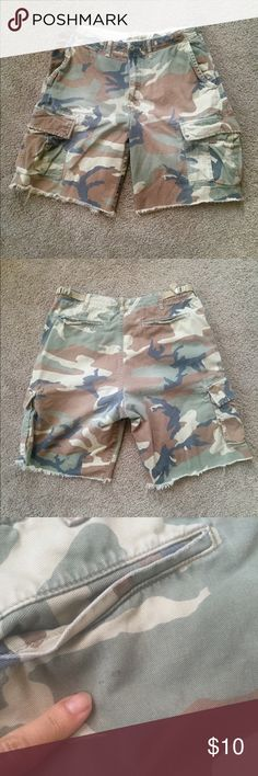 Men's AE Camo Cargo Shorts Casual men's cutoff cargo shorts from American Eagle Outfitters.  Lots of pockets and adjustable waist band (drawstrings and adjustable waist band. Size 33. Small spot on back as seen in picture. American Eagle Outfitters Shorts