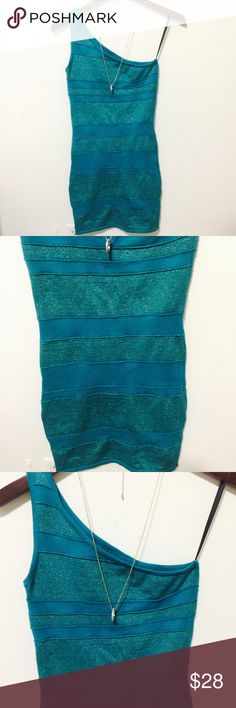 ‼️BEBE TURQUOISE GLITTERING BANDAGE DRESS EUC NO FLAWS THIS DRESS IS OMG ON ITS ONE SHOULDER SLEEVE GLITTERING STRIPED BANDAGE DRESS SIZE MED LEN 34 ACROSS CHEST 13 MANNEQUIN IS SIZE MED. PLEASE ASK ANY QUESTIONS ❤️❤️NEW INVENTORY❤️❤️  ✅BUNDLE AND SAVE ON SHIPPING 20% OFF ON ANY BUNDLES MY PRICES ARE GREAT AND THERE NWT OR NWOT UNLESS STATED  THERE NAME BRAND SELLING THEM FOR CHEAP✅  ***DONT FORGET TO FOLLOW I DELETE AND RELIST***  # GREAT DEALS 2B Bebe Dresses One Shoulder