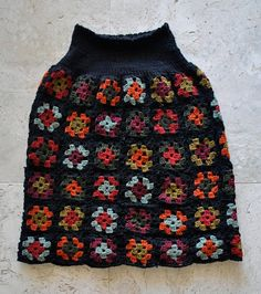 I crocheted a skirt!  Yup, a whole skirt…. almost can't believe it myself, since crochet is not my forte. Now I was initially inspired by Jo Sharp's Hexagon skirt, but have discovered this new-wave trend was set by Australian designers Romance was Born in their whimsical Spring/Summer 2009 collection, itself inspired by the crocheted granny-square …