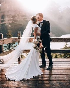 Now you can easily find romantic wedding photos for your wedding album here. Romantic Wedding Photos, Romantic Weddings, Wedding Pictures, Beach Weddings, Vintage Weddings, Elegant Wedding, Rustic Wedding, Magical Wedding, Perfect Wedding