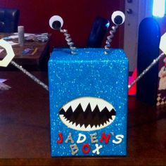 Valentines box of a blue monster my boy would love this googly eye creation! Valentine Day Boxes, My Funny Valentine, Valentines For Boys, Valentine Day Crafts, Holiday Crafts, Holiday Fun, Valentine Ideas, Happy Hearts Day, Crafts For Kids