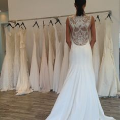 Look at the back of this Lela Rose #wedding dress! Jaw-dropping ❤️ #bridalmarket #bridalfashionweek #lelarose | www.instagram.com/theknot