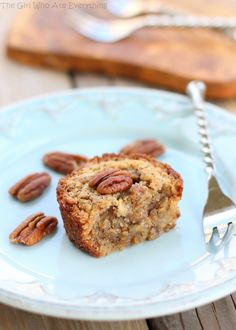 PECAN PIE MUFFINS ~ That's right. The look and feel of muffins until you the a bite, then you find the filling of the a pecan pie. Pecan Pie Muffins, Pecan Pies, Mini Muffins, Köstliche Desserts, Delicious Desserts, Dessert Recipes, Yummy Food, Dessert Healthy, Pie Dessert
