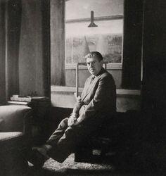 Entre Gulistan y Bostan - Rene Magritte, Self-Portrait in his studio, c. 1930