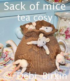 sack mice garden tea cozy teacosy teacozy cozy cosies PDF email knitting pattern