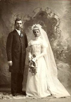 vintage everyday: Wedding in Early Photography – 33 Lovely Photos of Just-Married Couples from the Century Chic Vintage Brides, Vintage Couples, Vintage Wedding Photos, Vintage Bridal, Vintage Love, Vintage Photos, Wedding Attire, Wedding Outfits, Wedding Gowns