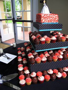 CHEESECAKE CUPCAKES!!!! Alyson do you hear what I am saying?! Plus the square stand is gorgeous