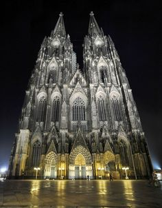 Famous Buildings and Structures That Leave Us Breathless Gothic Cathedral - Cologne, Germany. Famous Architecture, Gothic Architecture, Beautiful Architecture, Gothic Cathedral, Cathedral Church, Famous Buildings, Amazing Buildings, Place Of Worship, World Heritage Sites