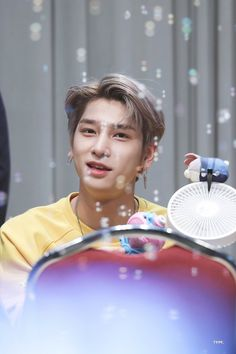 """TYPE. on Twitter: """"190908 행복한 한결이보면 너무 행복해💛 #FLAϟH #싄나아부지 #이한결 #LEEHANGYUL #ハンギョル #엑스원 #X1  @x1official101 @x1members… """" I Want To Leave, All About Kpop, Thanks For Everything, Quantum Leap, Fandom, Missing You So Much, Special People, Asian Boys, Debut Album"""