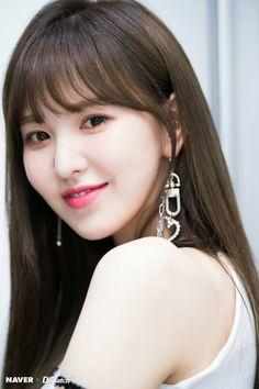 Seulgi, Kpop Girl Groups, Kpop Girls, Irene, Red Velvet Photoshoot, Red Velet, Ft Tumblr, Wendy Red Velvet, Pretty Asian