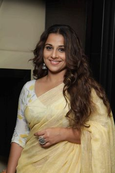 Vidya Balan Hot Looking Photos In Yellow Saree Bollywood Sarees Online, Bollywood Fashion, Bollywood Actress, Hindi Actress, Malayalam Actress, Bollywood Stars, Deepika Padukone, Kareena Kapoor, Vidya Balan Hot