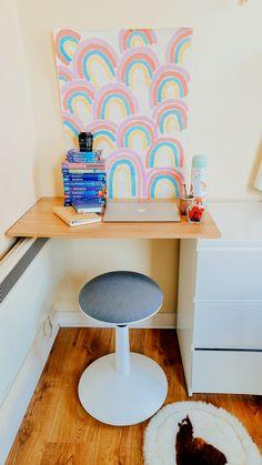 #acuarela #pintar #escritos #desk #rainbow #homedecor Homemade Desk, Ireland, Rainbow, Photo And Video, Chair, Furniture, Instagram, Home Decor, Rain Bow