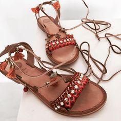 """133 Me gusta, 1 comentarios - Marlo's Online (@marlosonline) en Instagram: """"Coralinos 🌺 buenos juernes ! #marlos #marlosonline #marlosstyle #shoes #zapatos #sandals #sandalias…"""""""