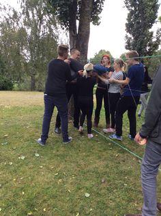 Kolmas rasti oli 'seitti' , jossa yhteistyöhenkeä koeteltiin. Toistensa avulla ryhmä sai kaikki seitin toiselle puolelle vain muutamalla virhepisteellä. (Saija)